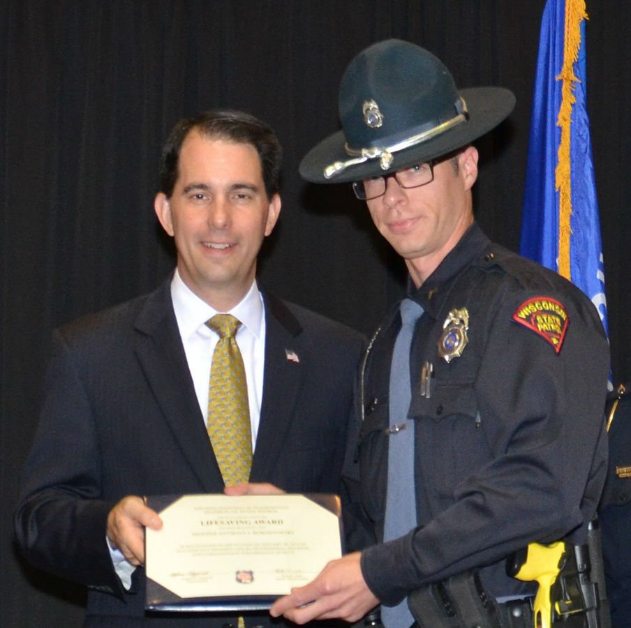 Gov. Scott Walker giving Trooper Anthony Borostowski the WSP's Lifesaving Award in 2015. WI DOT photo