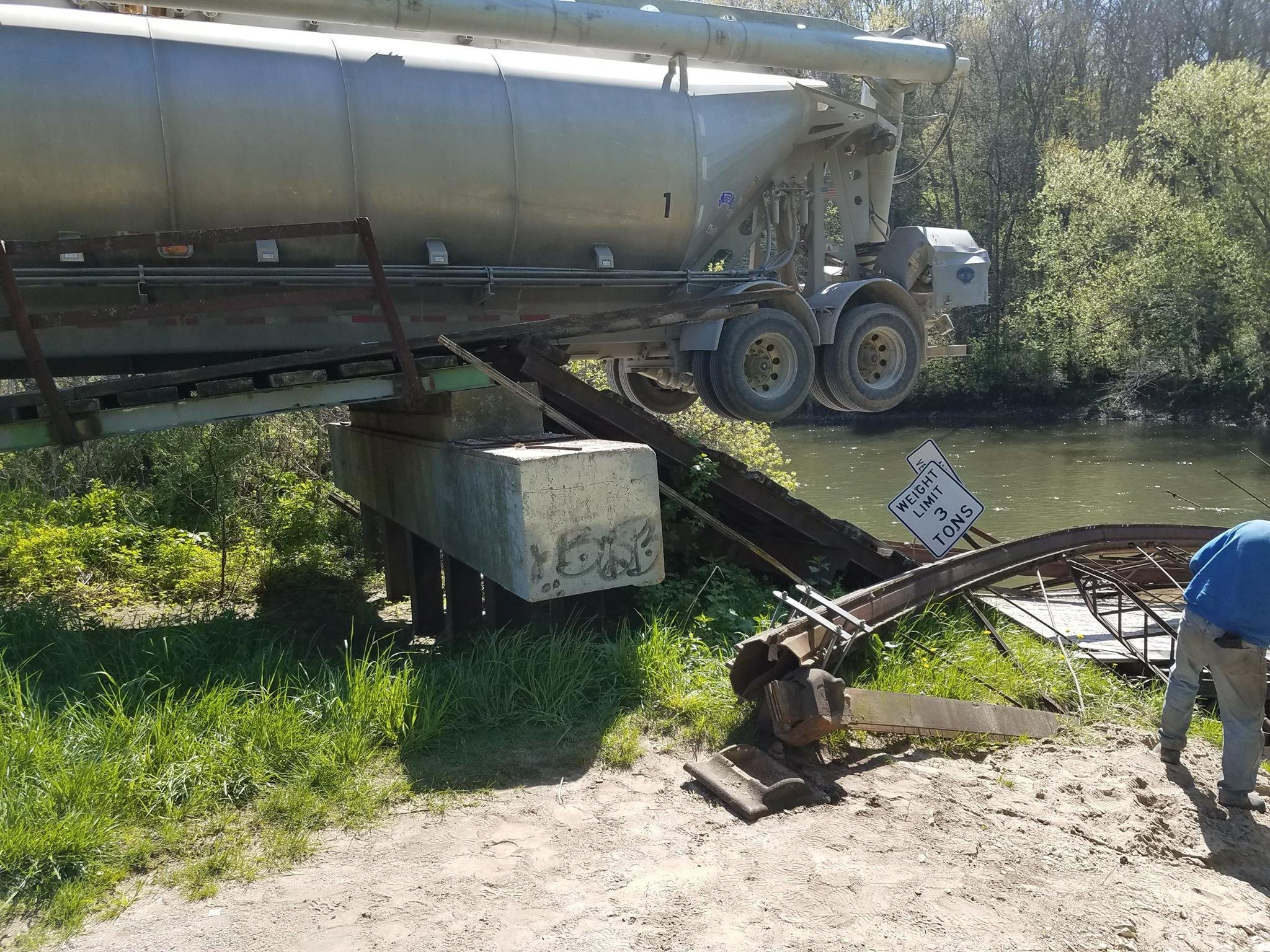 Small Iowa bridge collapses under weight of grain truck
