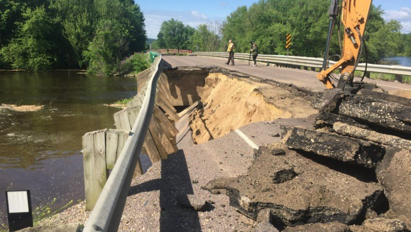Iowa Man Killed When Road Collapses into Mississippi River