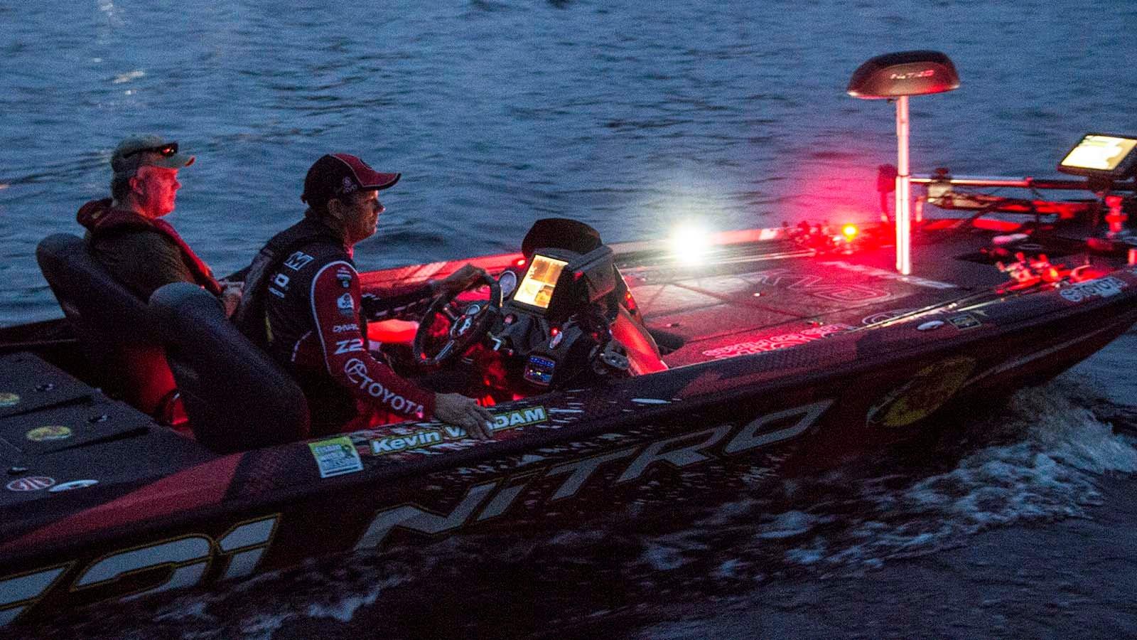 Slide show bassmaster elite tournament in la crosse for Wisconsin fishing tournaments
