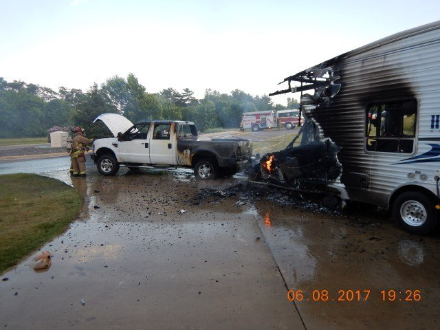 Toys For Trucks Wausau Wi : Camper truck burn in driveway of brf home waow