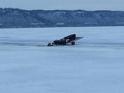 Vehicle through ice on lake pepin wxow news 19 la crosse for Lake pepin fishing report
