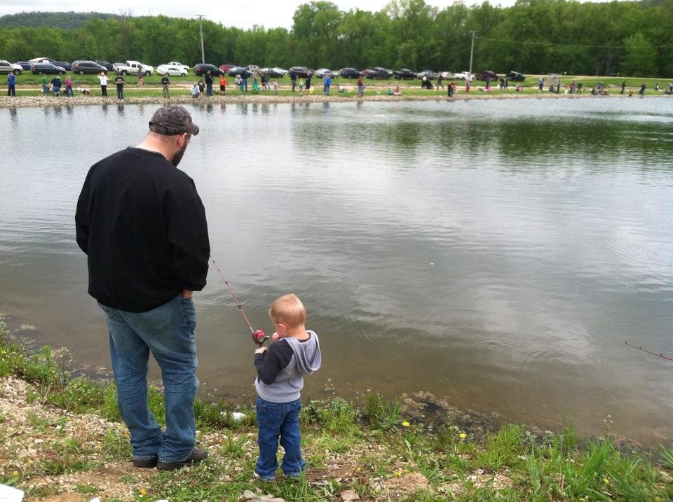 Kids fishing day at genoa fish hatchery wkow 27 madison for Wisconsin fish farms