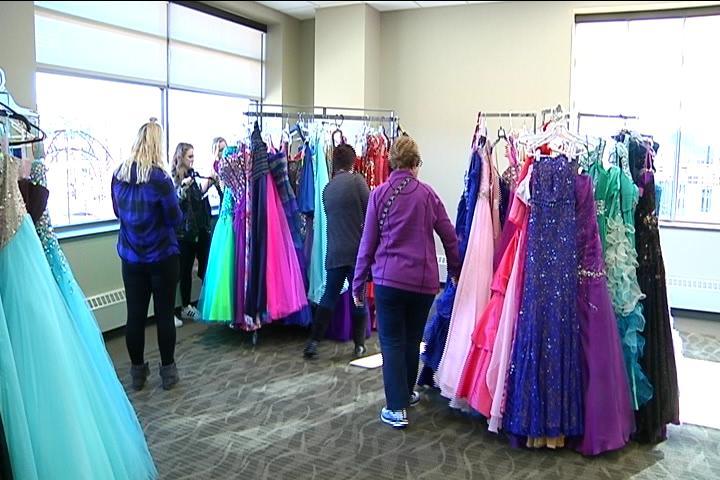 UW-La Crosse organization hosts a prom dress resale shop - WXOW News ...